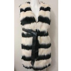 NWT  faux fur hot & delicious cream and black vest